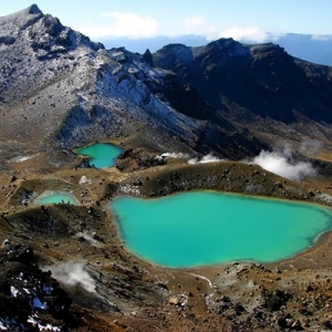 Tongariro-Alpine-Crossing-emerald-Lakes-aerial-view-2_Square.CFO5bA
